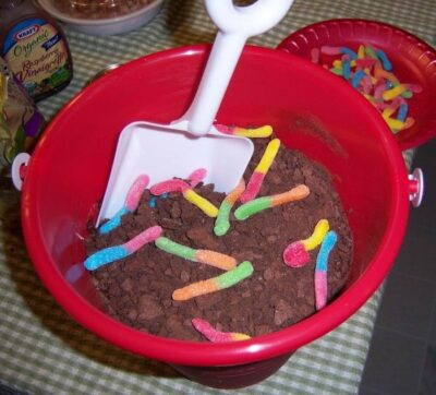 dirt and worms pudding
