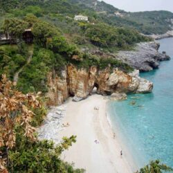 5 Must-See Destinations on Mainland Greece