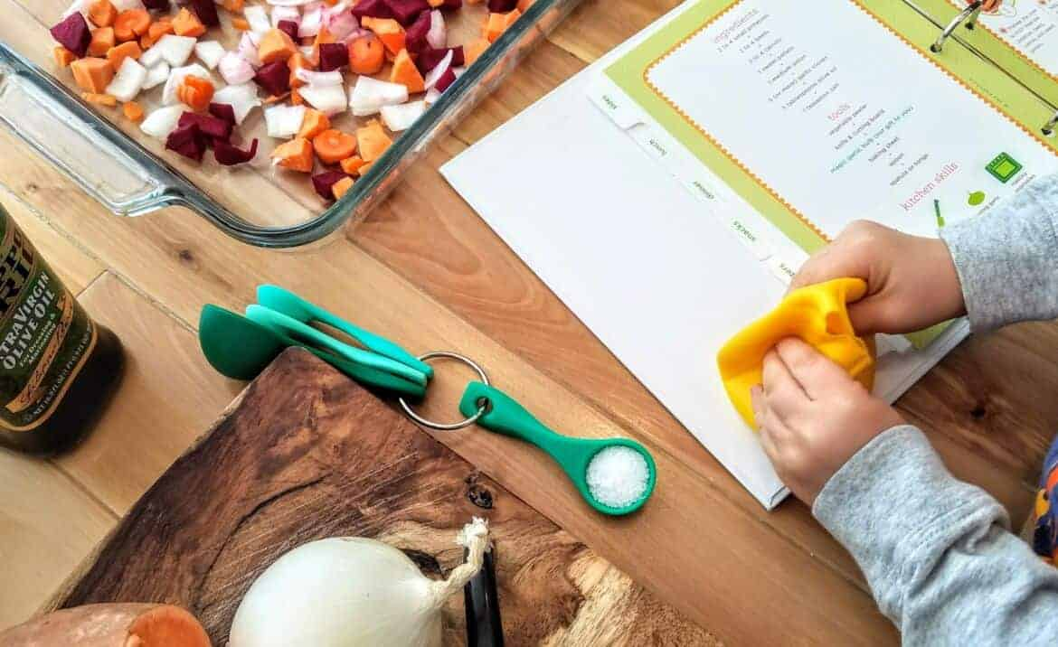 how little kids can help cook